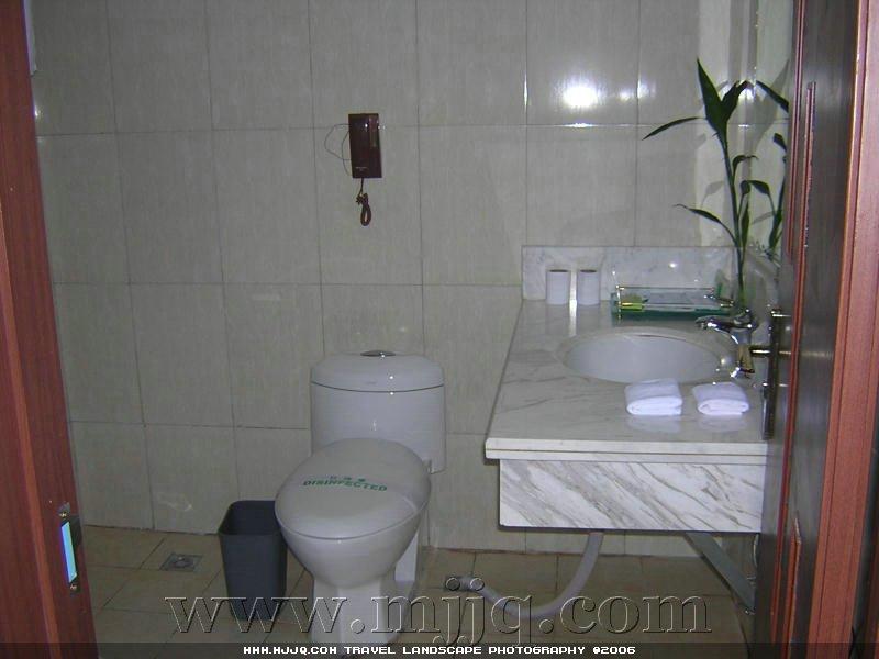 世纪酒店房间卫生间