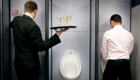 图文:英国最棒公厕里的服务