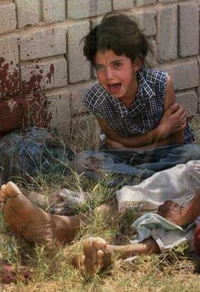 图文:父亲被杀后的伊拉克女孩