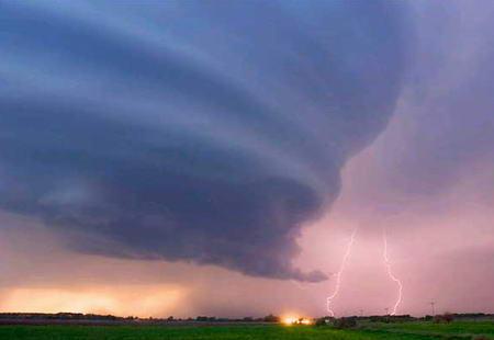 图文:雷暴逼近美国内布拉斯加州格瑞德岛市