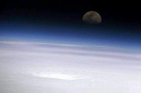 图文:月亮下的艾米莉飓风