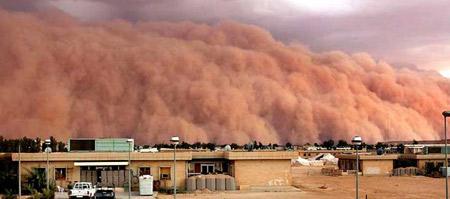 图文:沙暴咆哮着穿过阿萨德沙漠