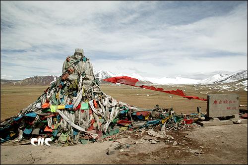 海拔5321米的唐古拉山口