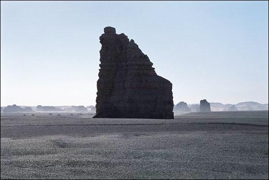 绝壁陡峻的雅丹_图集:走近罗布泊_乐途旅游网