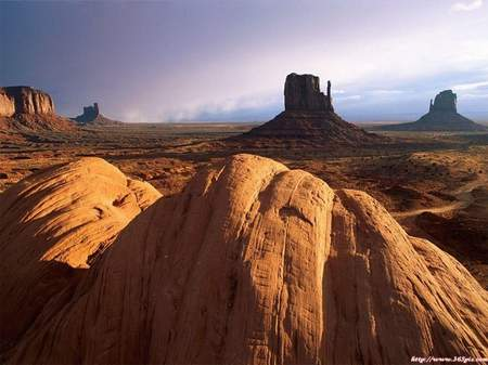 沙漠中的奇迹克拉玛依魔鬼城