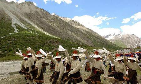 藏北草原的牧民们载歌载舞_组图:藏北无人区的美丽风光