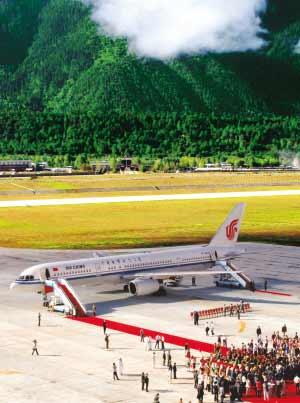 西藏林芝机场正式通航 2010年旅客可达12万(图)