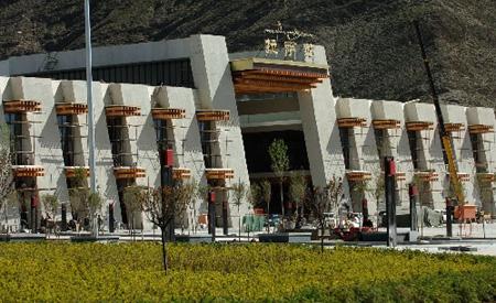 组图:青藏铁路穿藏装
