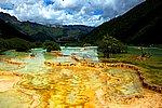 图片:黄龙五彩池风光