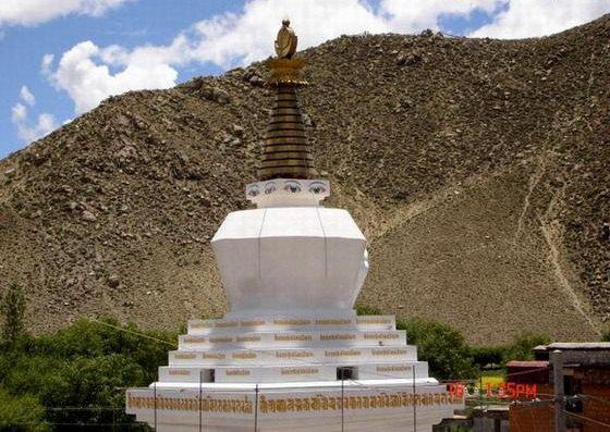 图片:西藏山南-桑耶寺四塔之 白塔