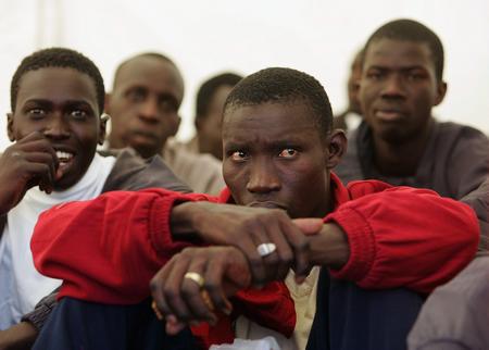 图文:被拘留的非洲偷渡客