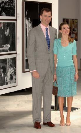 图文:西班牙王子夫妇出席开幕式