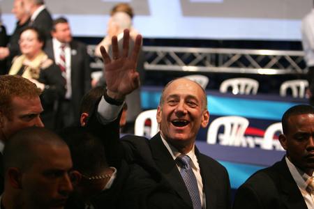图文:奥尔默特庆祝前进党在大选中取得胜利