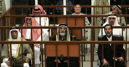图文:萨达姆接受审判
