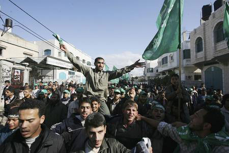 图文:支持者庆祝哈马斯赢得立法委选举