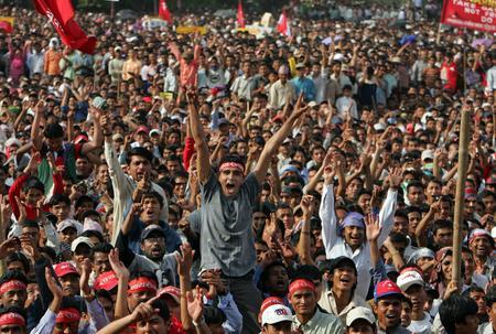 图文:尼泊尔民众集会庆祝国王宣布将重新召集下议院