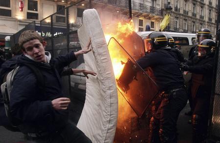 getty年度最佳:法国青年抗议首次雇佣合同