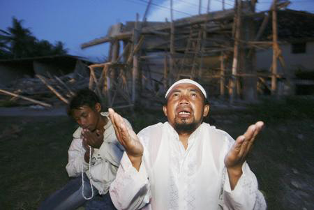 getty年度最佳:印尼东部地震