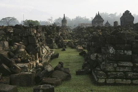 图文:建于公元9世纪的Plaosan神庙被毁