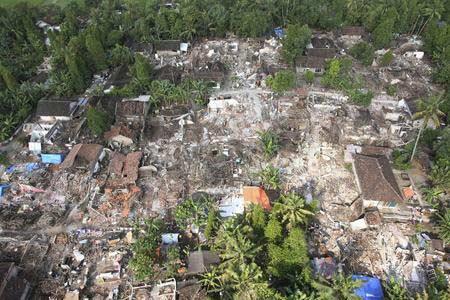 图文:航拍地震中被毁倒塌的房屋