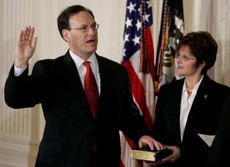 图文:美国最高法院任命阿利托就任联邦大法官