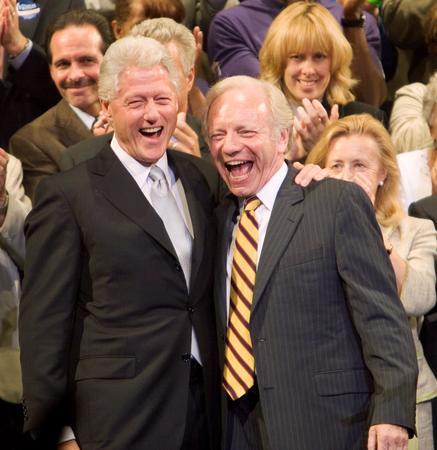 图文:内德赢得民主党参议员和克林顿庆祝