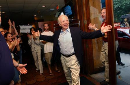 图文:内德和支持者们庆祝民主党参议员选举胜利