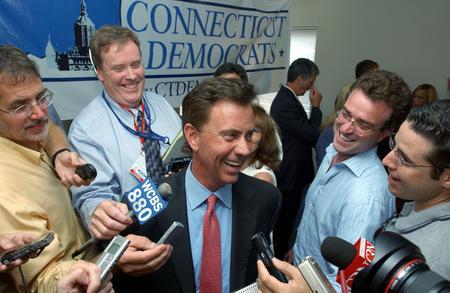 图文:内德赢得民主党参议员选举胜利接收采访