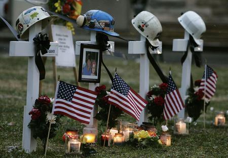 图文:美国西弗吉尼亚州煤矿事故人员墓碑