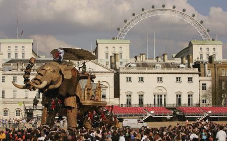 getty年度最佳:巨型机械大象亮相伦敦街头