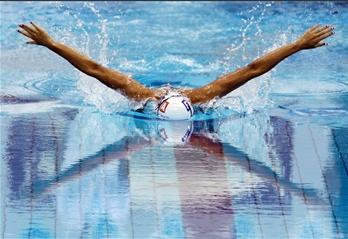 图文:法国选手参加欧锦赛女子200米混合泳比赛