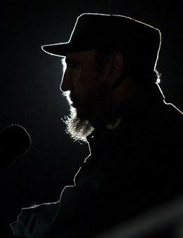 图文:卡斯特罗在哈瓦纳广场讲话