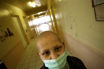 图文:1名因核事故患癌乌克兰男孩