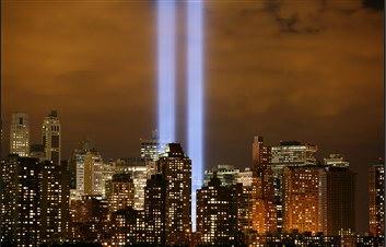 图文:美国曼哈顿大楼亮灯纪念911五周年