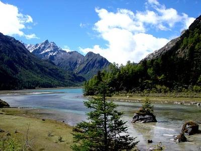 图片:康定莲花湖