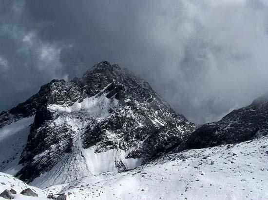气势磅礴的雄伟山峰--玉龙雪山(1)