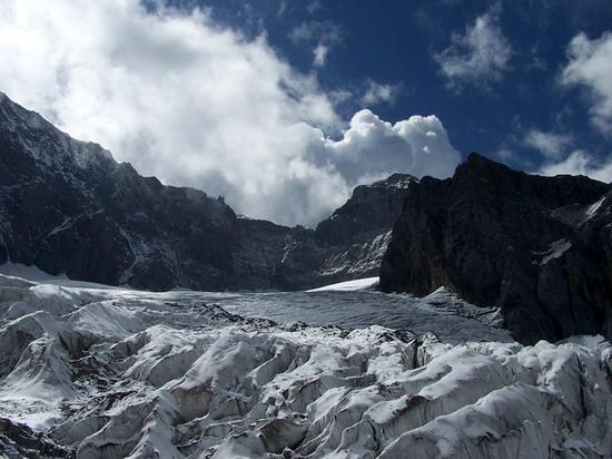 气势磅礴的雄伟山峰--玉龙雪山(2)