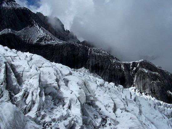 气势磅礴的雄伟山峰--玉龙雪山(4)