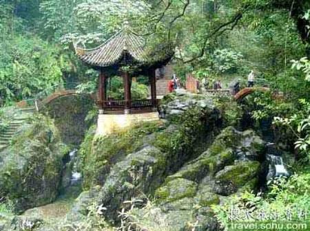 灵岩叠翠_峨眉山10大景观