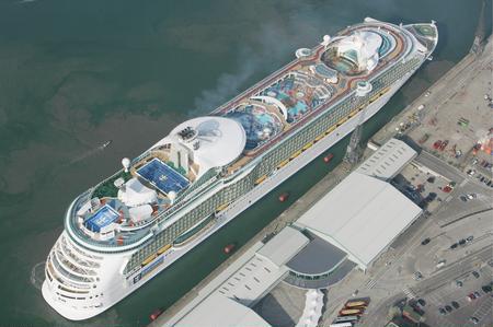 组图:世界最大游轮将于5月开始首航