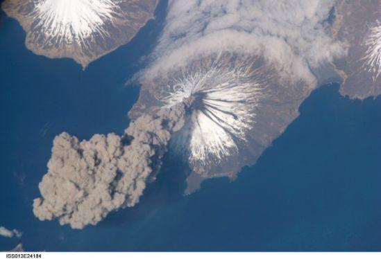 国际空间站十佳地球图片:克利夫兰火山喷发壮观场面