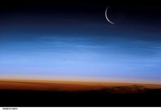国际空间站十佳地球图片:弯月惊现地表