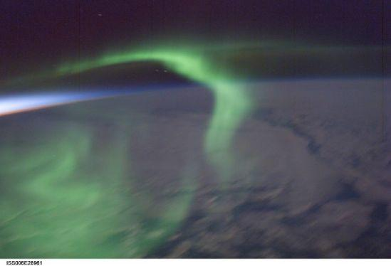 国际空间站十佳地球图片:绿色极光独舞