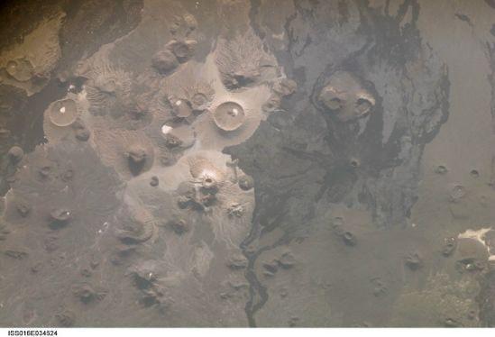 国际空间站十佳地球图片:灰白熔岩原