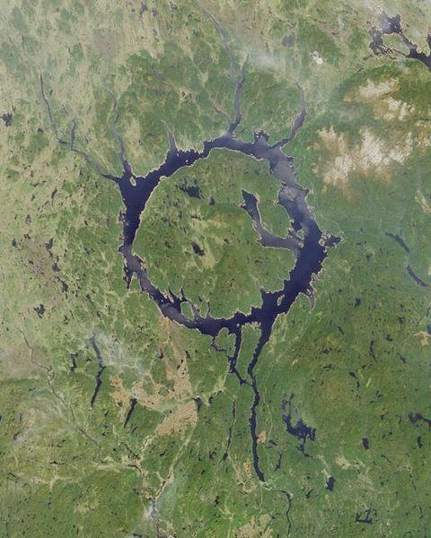 图片:加拿大Manicouagan Reservoir 陨石坑