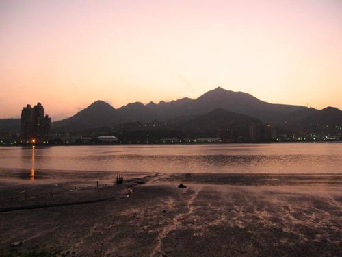 台湾旅游景点图片:台北淡水金色水岸