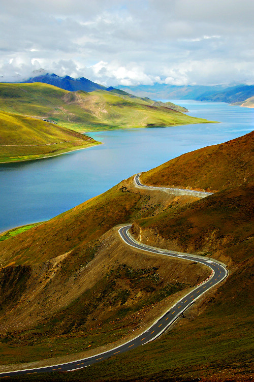 西藏圣湖风光:羊卓雍措图片