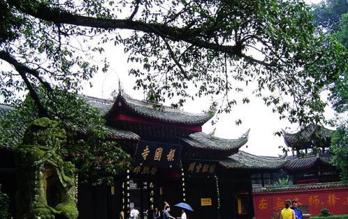 图片:峨眉山报国寺