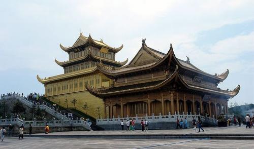 图片:峨眉山金顶华藏寺