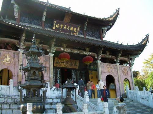 九华山神光岭的护国肉身宝塔